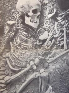 قبر زن قفقازی با زیورآلات موجود در آن